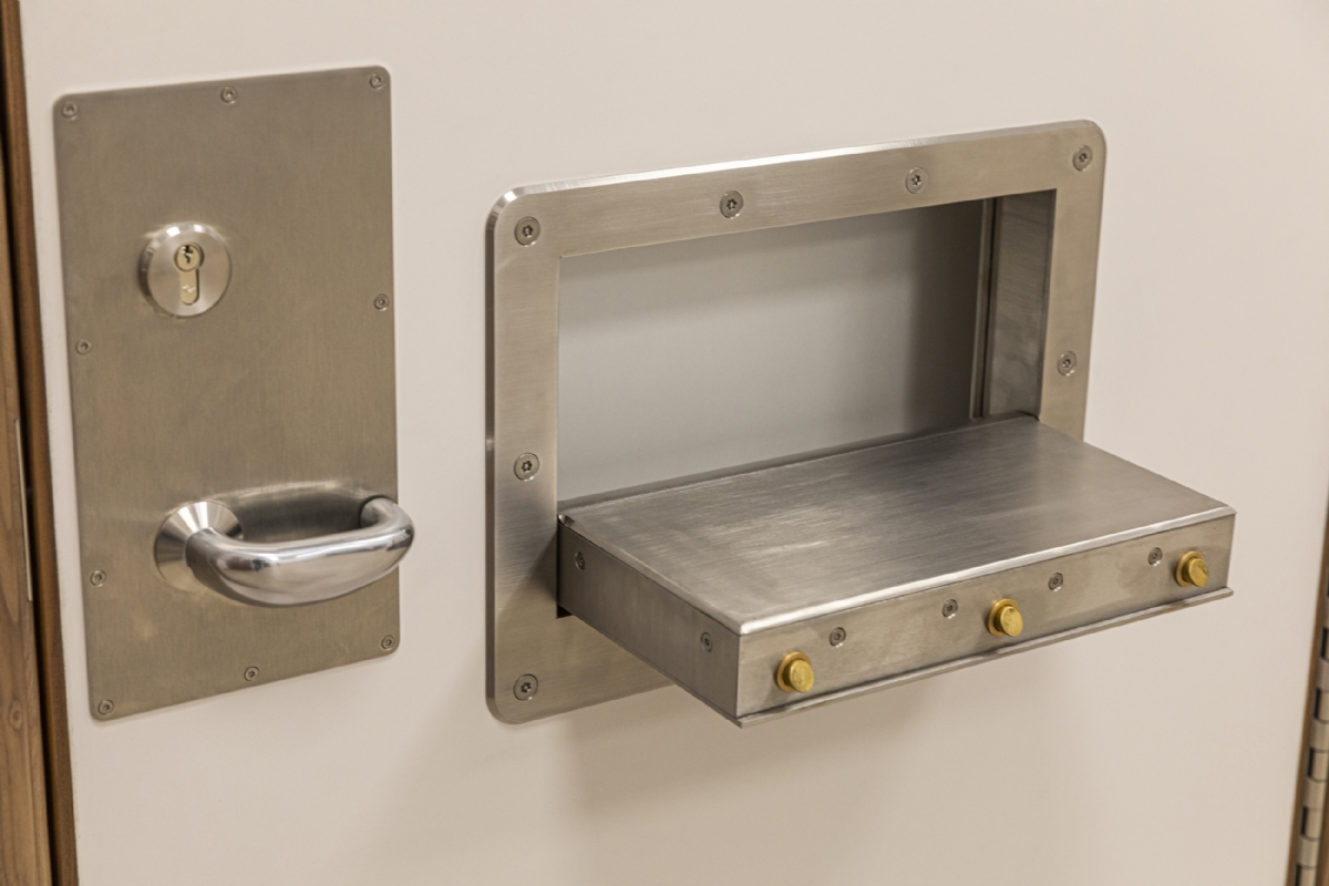 KG165 Secure Tray Hatch